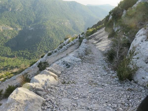 lacets dans la descente du Larzac